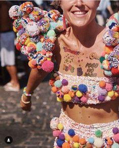 New Ideas decor boho chic pom poms Festival Looks, Festival Diy, Music Festival Outfits, Festival Wear, Festival Fashion, Burning Man Roupas, Ropa Burning Man, Festival Photography, Burning Man Outfits