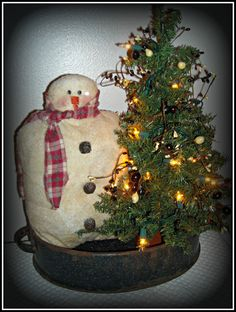 Primitive Christmas!  SnOwMaN with Lighted Tree in Old Enamelware Pan!! #Primitive #HomegrownTreasures