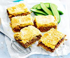 The Women& Weekly isn& just known for their Christmas fruit mince slice, they also do a mean savoury version with minced beef for school lunches. Minced Beef Recipes, Meat Recipes, Baking Recipes, Food Processor Recipes, Savoury Recipes, Pastry Recipes, Weekly Recipes, Game Recipes, Delicious Recipes