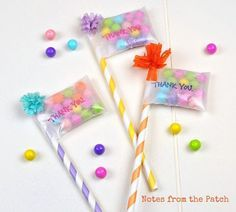 Inspiration: paper straw party favor flags or cupcake toppers. Candy Crafts, Paper Crafts, Diy And Crafts, Crafts For Kids, Candy Favors, Candy Party, Paper Straws, Cupcake Toppers, Diy Gifts