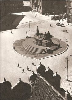 Prague thru time. Old Town Square. Old Town Square, Big Fish, Old Postcards, Czech Republic, Interesting Stuff, Historical Photos, Vintage Images, Time Travel, Old Photos