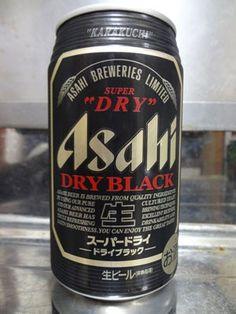 Cerveja Asahi Dry Black, estilo Schwarzbier, produzida por Asahi Breweries, Japão. 5.5% ABV de álcool.