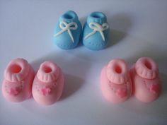 Edible Fondant Baby Booties... so cute! Baby Cake Topper, Mom Cake, Cupcake Toppers, Cupcake Cakes, Fondant Baby Shoes, Wedding Showers, Baby Wedding, Baby Shower Cupcakes, Fondant Figures