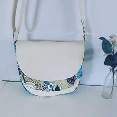 Stéphanie DUPUY VIAUD sur Instagram: Nouveaux modèle Besace disponible Un sac tout en rondeur et en surprise avec de multiples rabats et poches cachées. Un rabat principal,…