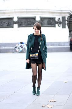 Green + Black combo Fashion Fall, Fashion 2017, Style Casual, Style Me, Street Style Chic, Dress Like A Parisian, Short Noir, Cozy Winter, Dressing Room