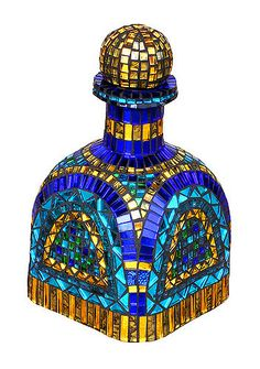 Patron Bottle by mosaic artist Jacqueline Iskander - Mirror glass, Van Gogh glass Mosaic Crafts, Mosaic Art, Mosaic Glass, Glass Art, Mirror Glass, Stained Glass, Mosaic Bottles, Glass Bottles, Bottle Painting