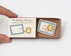 """Nette Liebeskarte / winzige Porto Karte / Geschenk für ihn / Geschenk für sie / Freundschaft Karte """"Ich bleibe mit Ihnen"""" Matchbox / LV003"""