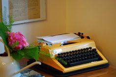 vintage Typewriter, Shopping, Vintage, Vintage Comics, Primitive