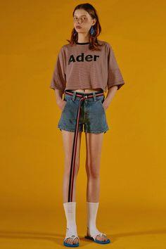 Contemporary Korean fashion label ADER Error Spring / Summer Collection featuring bold colors and fun digital prints that keep streetwear fun. Girl Outfits, Cute Outfits, Fashion Outfits, Fashion Trends, Fashion Fashion, Runway Fashion, Summer Outfits, Estilo Geek, Mode Cool