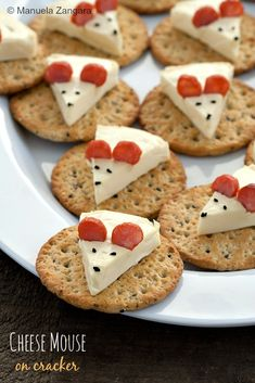 #Cheese #Mouse on a Cracker - a fun and cute idea for your next party!
