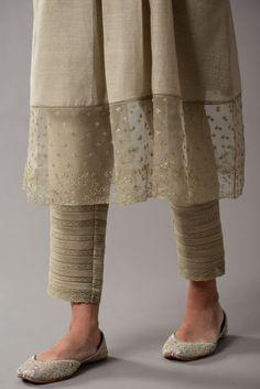 Simple Kurti Designs, Kurti Neck Designs, Kurta Designs Women, Kurti Designs Party Wear, Stylish Dress Designs, Stylish Dresses, Pakistani Dresses Casual, Indian Fashion Dresses, Indian Designer Outfits