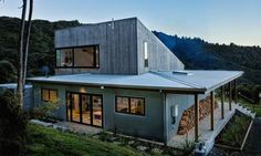 Inspired by New Zealand's backcountry typology, the Back Country house boasts a simple and clean silhouette comprising a single volume for the communal activities and a lean-to annex for the lower floor sleeping and service areas.