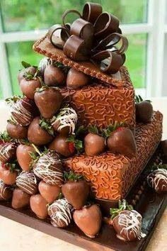Just looking at the photo of this cake? I can smell the chocolate! Would love to have a slice.or - [someone else's caption] (Pretty Chocolate Cake) Gorgeous Cakes, Pretty Cakes, Amazing Cakes, Cookies Cupcake, Cupcake Cakes, Unique Cakes, Creative Cakes, Creative Ideas, Food Cakes