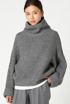 Women Pullover Beautiful Knitted Women Pullover sweaters for women fashion outfits 58 Knitted Women Pullover Every Girl Should Try - Fashion New Trends Knitwear Fashion, Knit Fashion, Sweater Fashion, Chic Outfits, Fashion Outfits, Fashion Trends, Trending Fashion, Fashion Women, High Fashion