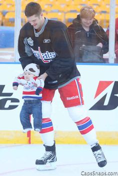 Winter Classic Family skates bring the cute like none other. | 50 Adorable Pictures Of NHL Players With Kids That Are Going To Melt Your Ovaries