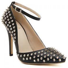 Spiked black pumps #heels #shoes