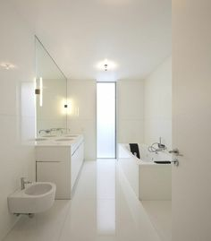 kleines bad einrcihten weiß badewanne dusche glaswand spielschrank ...
