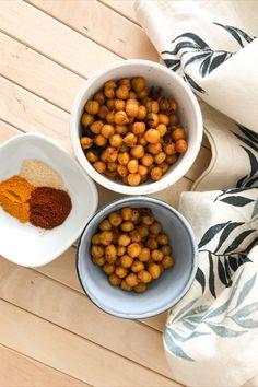 ZUTATEN - 400 g Kichererbsen - 1 EL Olivenöl - 1 EL Knoblauchpulver - 1 EL Paprikapulver - 1 TL Kurkuma - 1 EL Olivenöl - Salz und Chili ZUBEREITUNG- Kichererbsen abtropfen lassen, mit allen Zutaten vermengen und für ca. 30 Minuten, bei 180 Grad Umluft, in den Ofen geben. Grad, Chana Masala, Dog Food Recipes, Chili, Ethnic Recipes, Chic Peas, Turmeric, Red Peppers, Salt