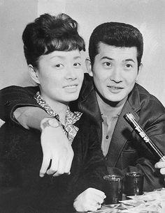 1962(昭和37)年ごろ撮影、日活のスター・小林旭さんと美空ひばりさん。2人は62年に結婚し、64年に離婚した