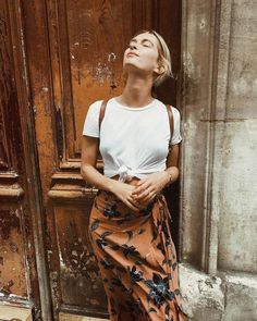 Rianne Meijer Simple Clothing, White Clothing, Woman Clothing, Clothing Ideas, Patterned Skirt, Orange Skirt, Long T Shirt, Long Summer Skirts, Snow Fashion
