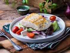 Slik steker du torsk og annen hvit fisk | Meny.no Frisk, Tacos, Eggs, Mexican, Chicken, Breakfast, Ethnic Recipes, Cookies, Food