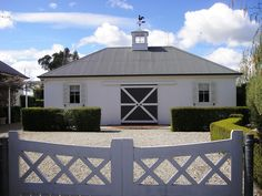 An equestrian chic entrance and driveway is provided by this cross hatch gate at the Goodland Estate (Longford).