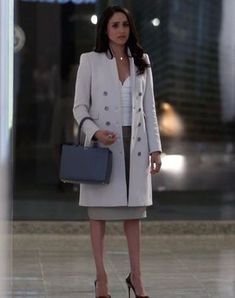 Outfit worn by Rachel Zane in Suits. Shop the Screen with Spylight! Meghan Markle Suits, Estilo Meghan Markle, Meghan Markle Style, Rachel Zane Outfits, Suits Rachel, Lawyer Fashion, Office Fashion, Work Fashion, Suits Series