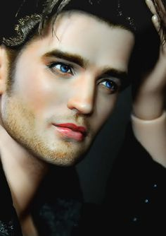 Robert Pattinson..Now this one looks more like him!!