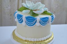 In this video I will make circular drapes. List of materials A fondant-covered cake Gum paste Disposable gloves Vegetable shortening Toothpicks Food coloring. Yolanda Cakes, Cake Pictures, Gum Paste, Cookies, Desserts, Tutorials, Youtube, Inspiration, Recipes