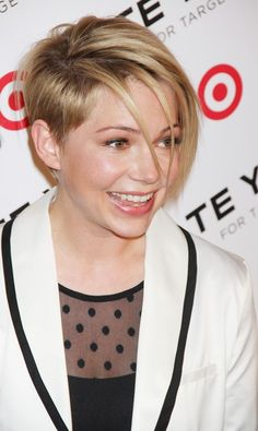 - Michelle Williams has a new haircut and confirms role in Suite Française (SIDE) Short Choppy Hair, Short Layered Haircuts, Short Hair Cuts, Short Hair Styles, Pixie Cuts, Short Undercut, Modern Short Hairstyles, Cute Hairstyles For Short Hair, Hairstyles Haircuts