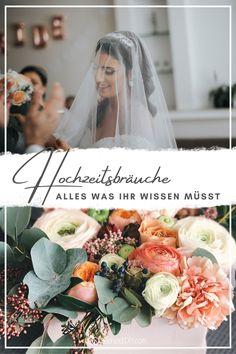 Viele Hochzeitsbräuche haben eine lange Geschichte und sollen das  glückliche Brautpaar für ihre Ehe stärken. Es gibt auch andere  Traditionen, die vor allen Dingen Freude am Hochzeitstag bringen sollen.  Wir haben Euch einige der bekanntesten Hochzeitsbräuche  zusammengefasst. Lest hier welches die besten Bräuche für eure Hochzeit sind.
