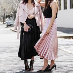 5 reasons you need to step up your outfit game with the pleated metallic skirt. www.inspiringwit.com with my girl @shedoesstyle #twinning #fashionbloggers #newpost