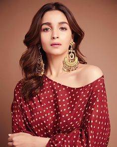 Alia Bhatt has been seen wearing one gorgeous Indian outfit after another for her movie promotions. Check all of Alia Bhatt's Indian Looks here with prices. Beautiful Bollywood Actress, Beautiful Indian Actress, Bollywood Style, Bollywood Girls, Bollywood Jewelry, Bollywood Fashion, Beautiful Actresses, Indian Celebrities, Bollywood Celebrities