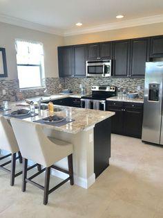 Casual Kitchen Design Ideas For The Heart Of Your Home - Fajrina Decor Kitchen Room Design, Modern Kitchen Design, Kitchen Layout, Home Decor Kitchen, Interior Design Kitchen, Kitchen Furniture, New Kitchen, Awesome Kitchen, Kitchen Ideas