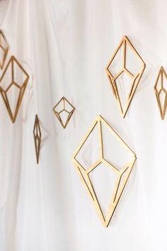 Gold diamond wedding backdrop @weddingchicks
