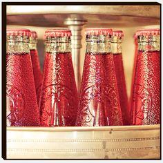 Küchenbild (Bevan Red Bottles by King & McGaw)