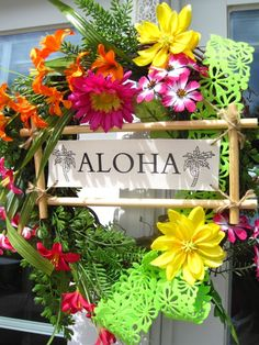 love this look but maybe replace the aloha with a cool plain wood piece, and the flowers replaced with greenery, lavender, and a couple tropical touches like shells and sea glass? Aloha Party, Hawaiian Luau Party, Hawaiian Birthday, Luau Birthday, Tiki Party, Festa Party, Hawaiin Theme Party, Moana Party, Moana Birthday Party