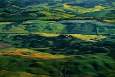 Countryside around Siena, Tuscany, Italy. Source: YannArthusBertrand.org