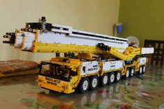 Image Plastic Model Kits, Plastic Models, Lego Crane, Crane Design, Lego Truck, Cool Lego Creations, Lego Toys, Lego Worlds, Lego Technic