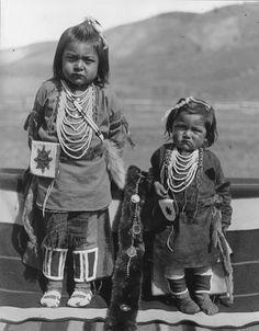 1906 photo of Nez Perce Nimiipu native children, taken in Colville, Washington.  Photo by E.H. Latham, sigh, no names.