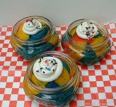 Superman Ice Cream Cupcakes in a Jar: Cupcake Tuesday - Hoosier Homemade Small Mason Jars, Mason Jar Meals, Meals In A Jar, Mason Jar Crafts, Cupcake Flavors, Flavored Cupcakes, Baking Cupcakes, Cupcake Cakes, Superman Ice Cream
