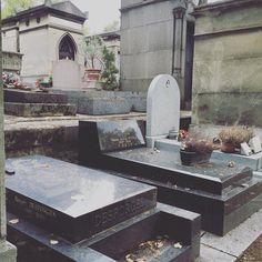 Finally made it to #perelachaise to see #jimmorrison final resting place. #parisjetaime #paris #francophile #paristrip #pariscartepostale #Paris #paris #parisisalwaysagoodidea #traveler