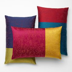 Cushions made of the SAHCO decorating fabric SURI with its small pixel design.