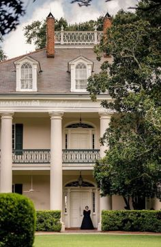 A beautiful capture of Oak Alley Plantation by Hartman Outdoor Photography. I could tour this historic home many times over and never tire… Southern Plantation Homes, Plantation Style Homes, Southern Plantations, Southern Homes, Southern Style, Southern Charm, Plantation Houses, Southern Living, Cotton Plantations