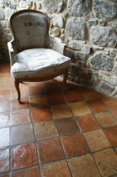 Pavimento in #Cotto Quadrato Antico Interior Stairs, House Design, Flooring, House Interior, Rustic Kitchen, Terracotta Floor, Brick Flooring, Tile Inspiration, House Flooring