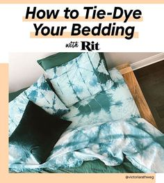Now is the time to think beyond bleached white bedding. You can match your sheets to a color that fits your aesthetic — whether that be a pastel bohemian color or a bold tie dye look. Learn how to transform your bedding with Rit Dye! Diy Tie Dye Sheets, Diy Bed Sheets, Diy Tie Dye Bedding, How To Tie Dye, How To Dye Fabric, Cama Tie Dye, Reverse Tie Dye, Rit Dye, Tie Dye Crafts