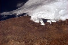 South American Pacific coast. The Chilean ports of Coquimbo and La Serena perhaps near the swirling cloud formation? Picture: Astronaut Chris Hadfield.  pic.twitter.com/ZYc9XCZqK4