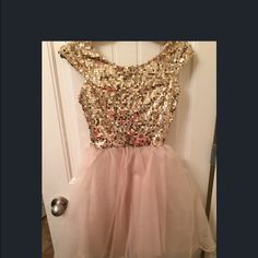Gold sequin& tulle dress Small. Cap sleeves. Zips up back. NWT. Hits above knee Charlotte Russe Dresses Prom
