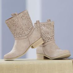 Aren't these the cutest?  Like I need more boots!!