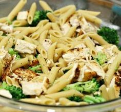 10 Quick Dinners Under 400 Calories    Read more at: http://www.food.com/slideshow/healthy-dinner-recipes-159/broccoli-garlic-pasta-5?nl=FCW_011513_featlink2=linkbackBelieve it or not, you can throw together a light and delicious dinner in under 30 minutes.